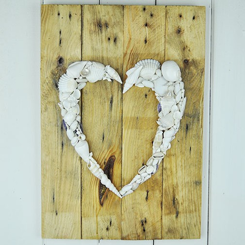 Recycled Pallet wall hanging Heart no2